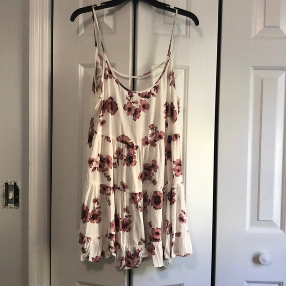 Brandy Melville Dresses & Skirts - Cute and casual floral dress!